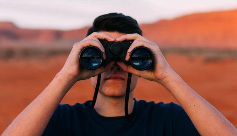 binoculars-1209011_1920 (1) (1) (1) (1)